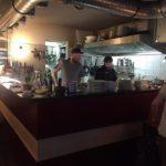 Blick auf die offene Küche des Les Valseuses