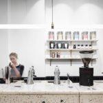 Kaffeezubereitung im Five Elephants