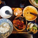 Eine Auswahl an Speisen im Chen Che